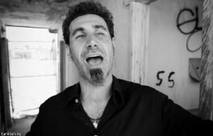 Серж Танкян помогает необеспеченным престарелым Ванадзора